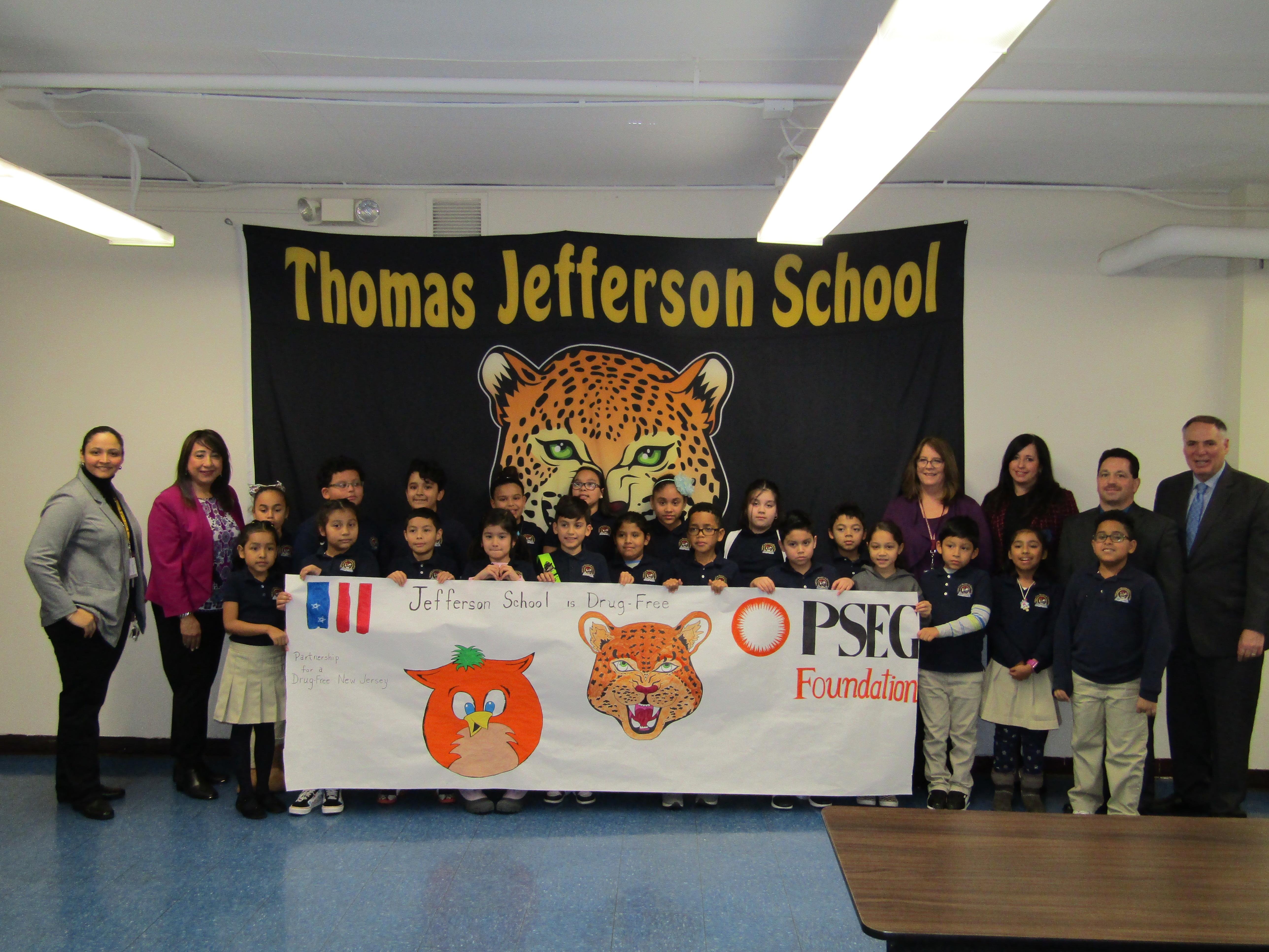 Group photo of students, teachers, Drug Free Representatives and Jefferson Administration