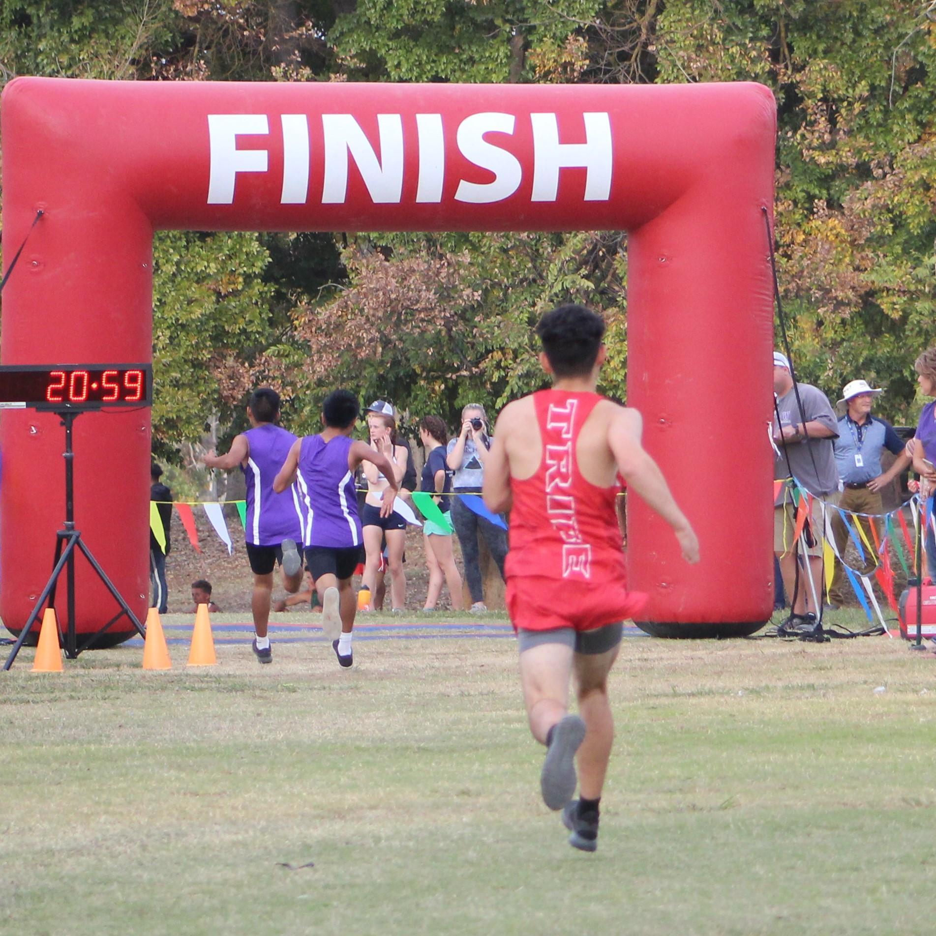 Alfredo Luna running towards finish line