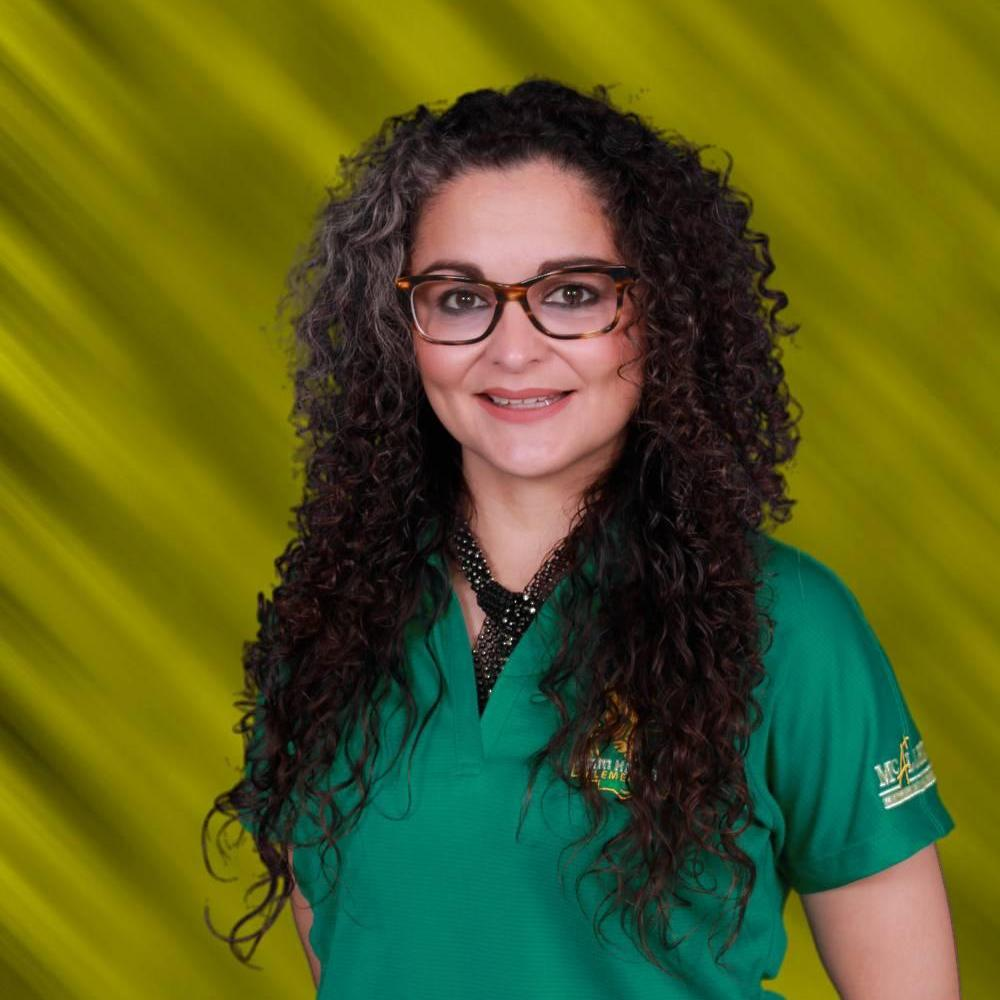 Evelyne Flores's Profile Photo