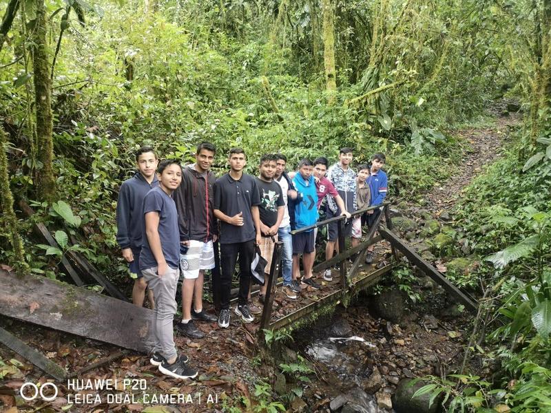 Estudiantes aprenden inglés visitando el Parque Nacional Tapantí Featured Photo
