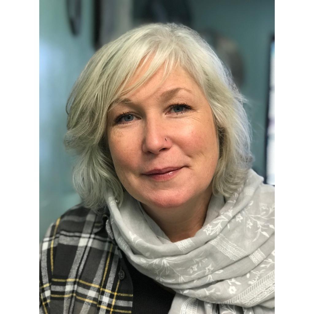 Lisa Pillow's Profile Photo