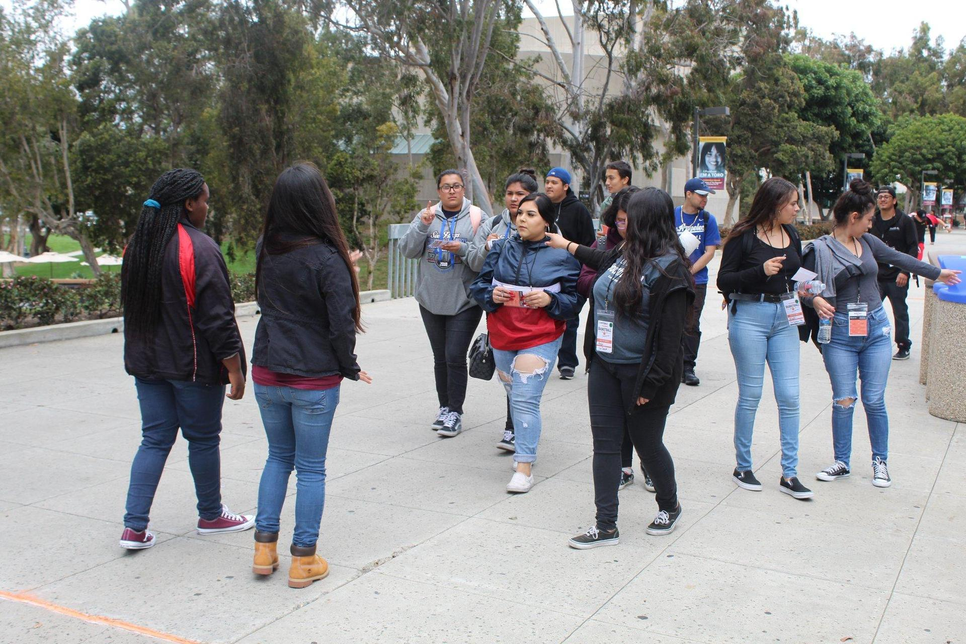 LA CAUSA students on college tour