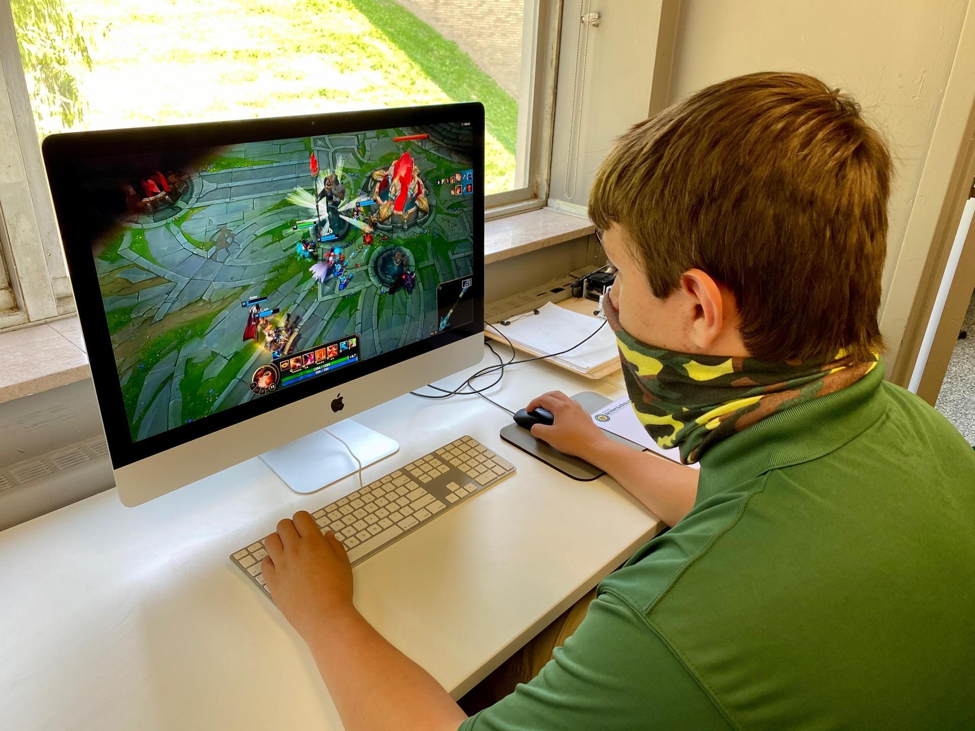 boy plays League of Legends