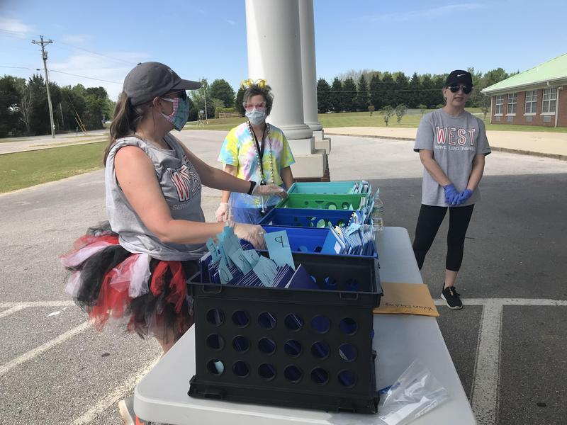 West Lauderdale Elementary Student Packet Distribution Day