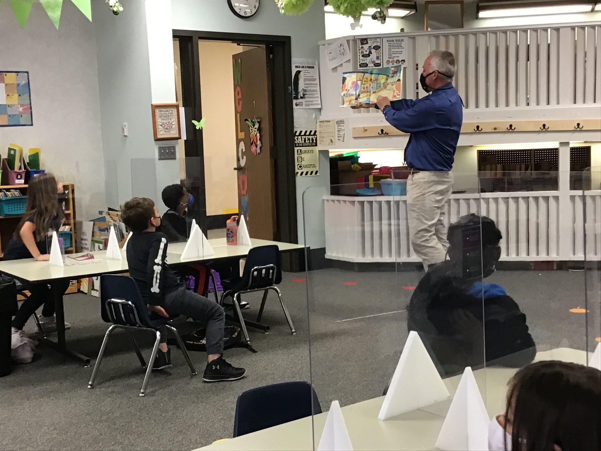 Mr. Hufford reading to Kindergarten class