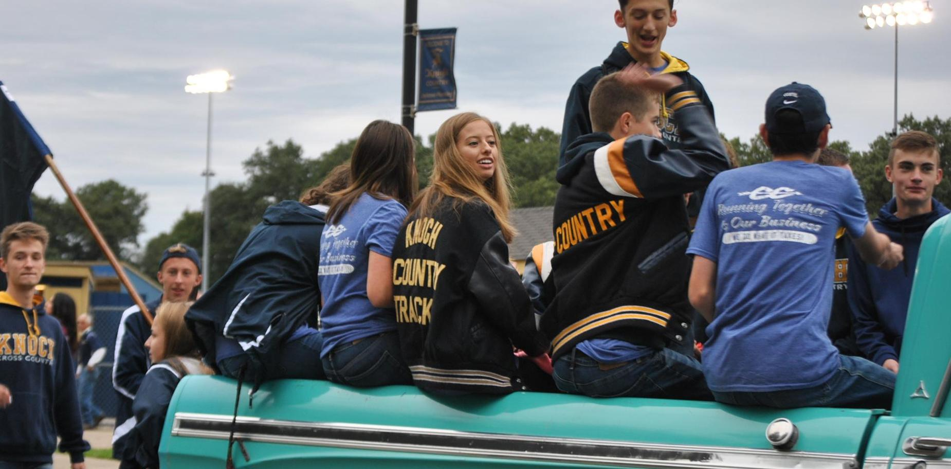 Knoch Cross Country in parade