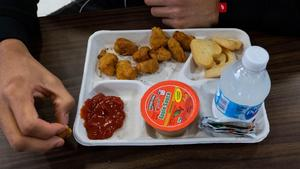 00-story-student-lunch.jpg