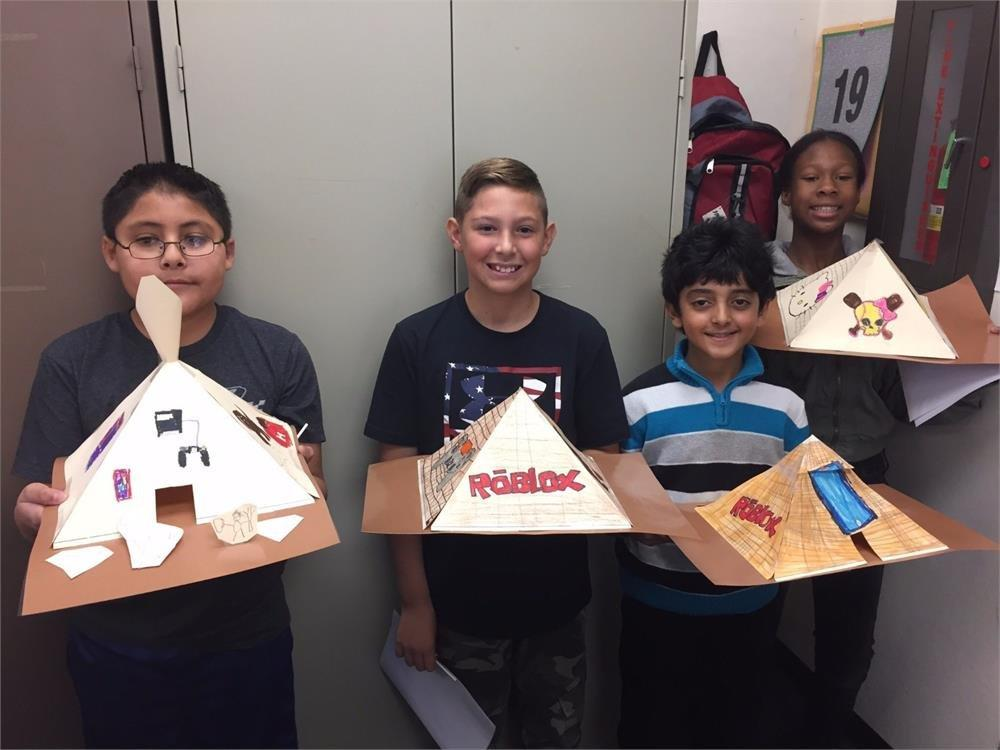 Students pyramid projects