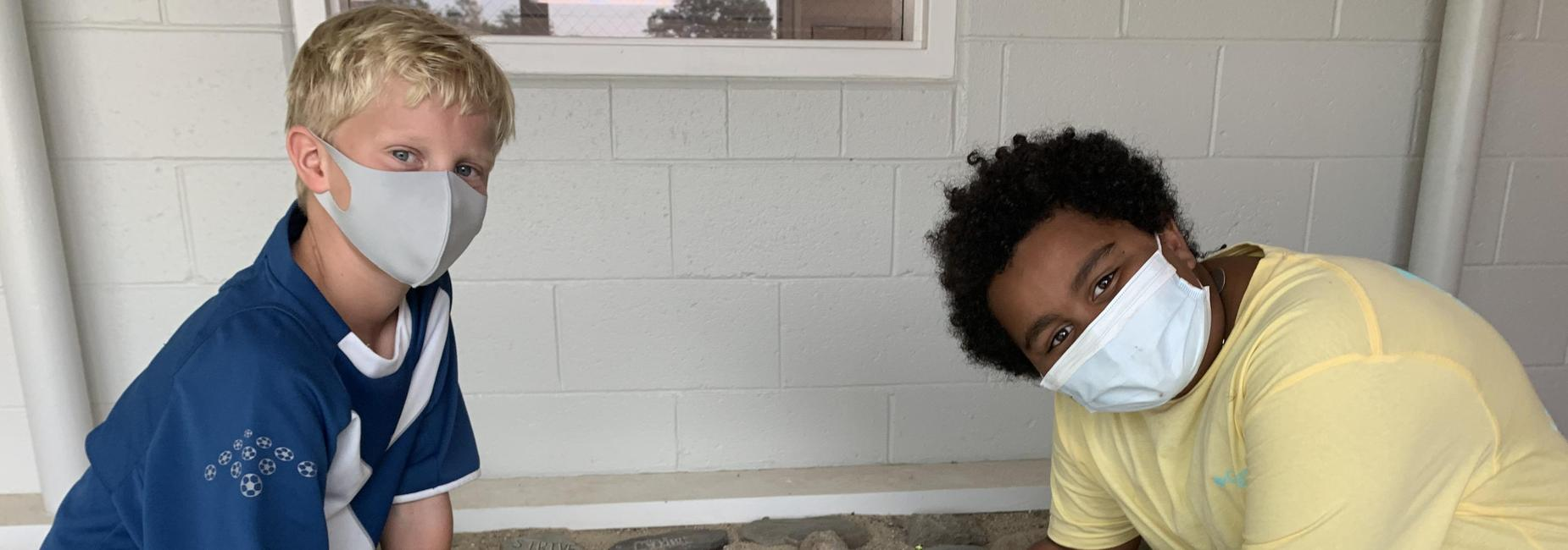 5th grade in hallway working