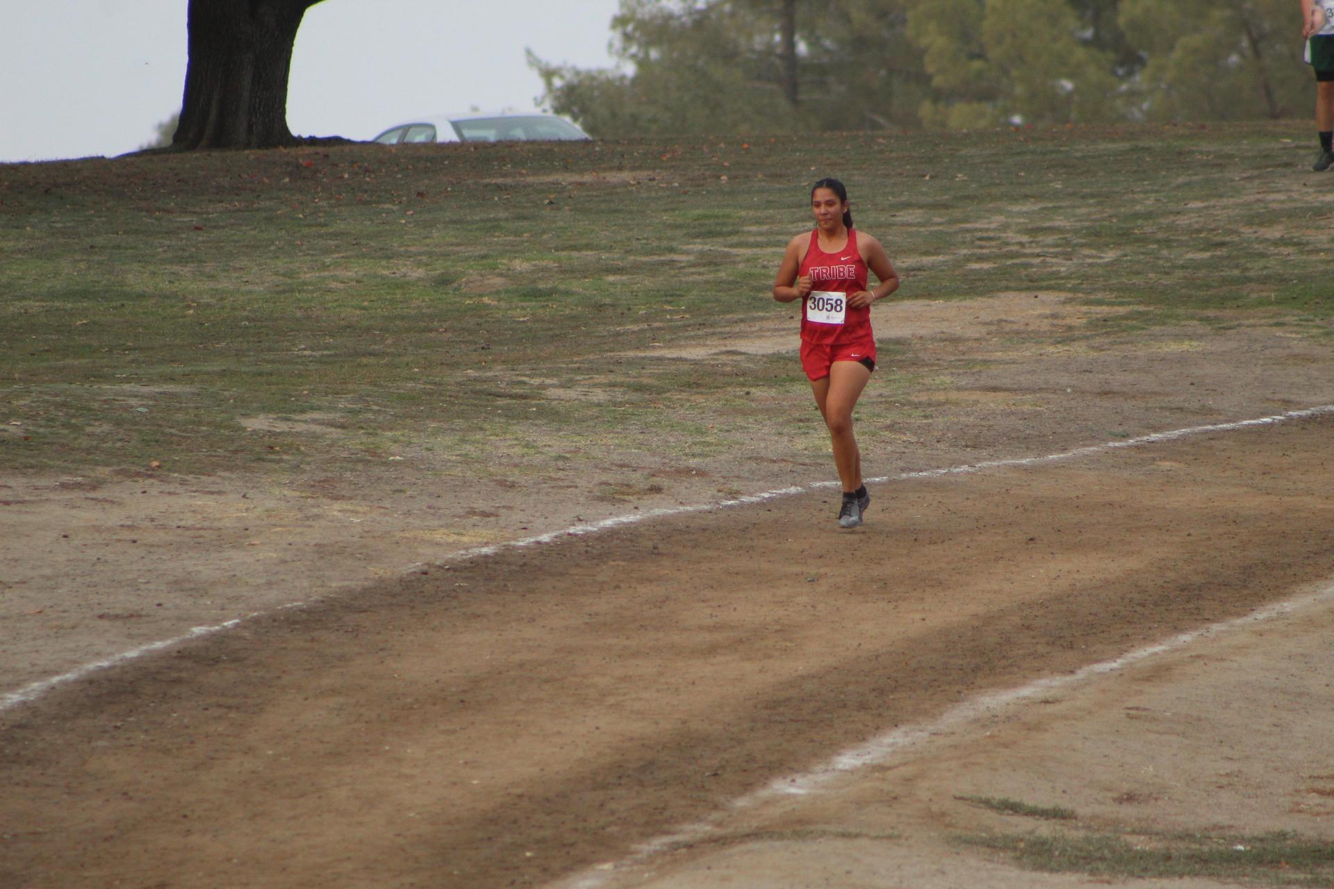 Elsy Varela running