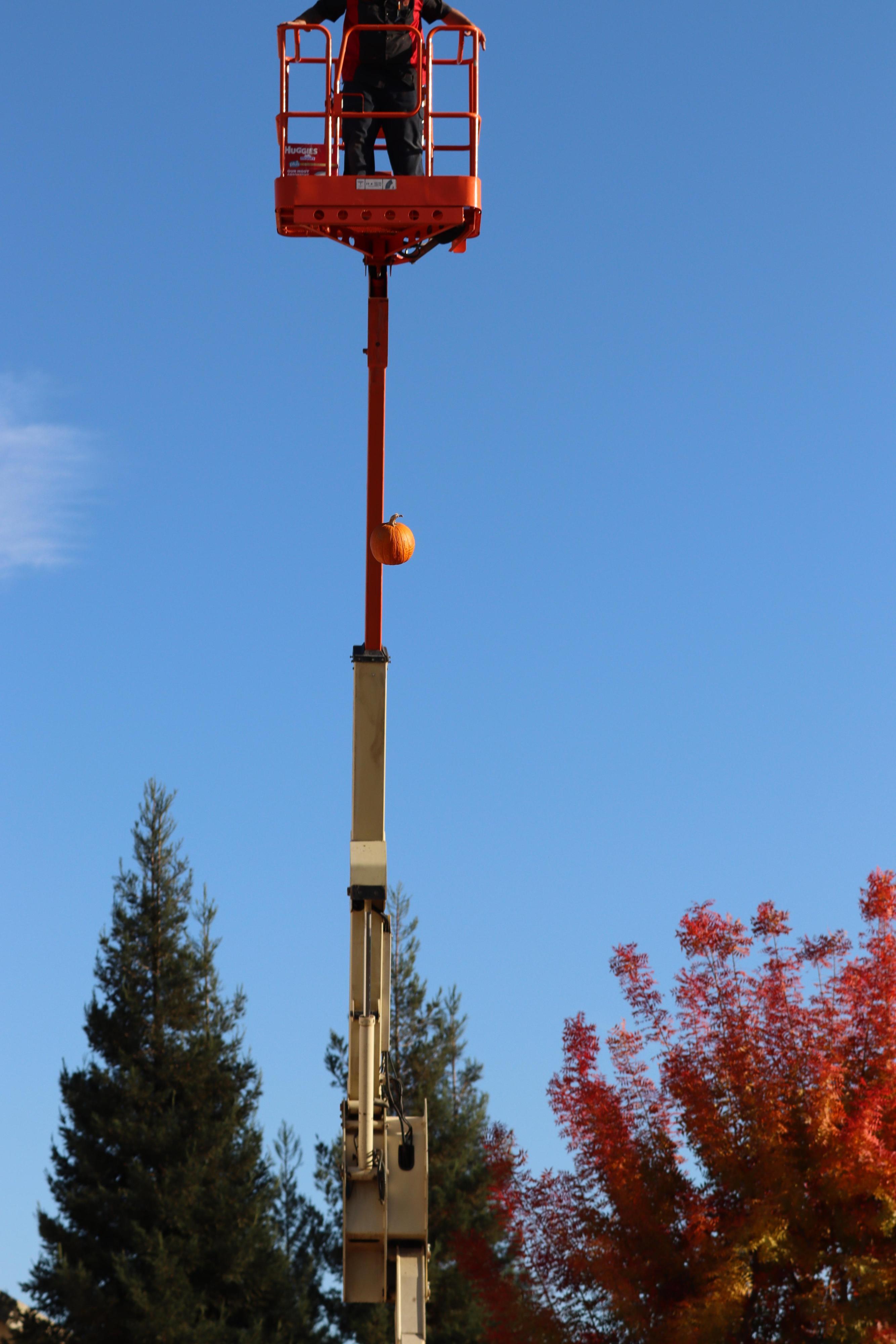Control pumpkin falling.