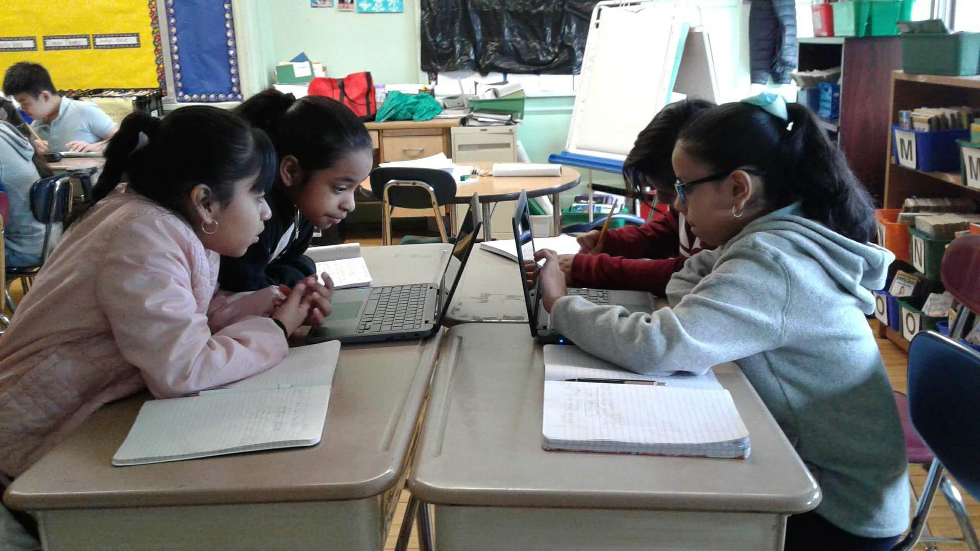 4th Grade Students using Technology