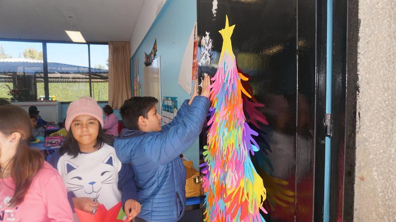Vistiendo de Navidad a la Primaria Cruz Azul Featured Photo