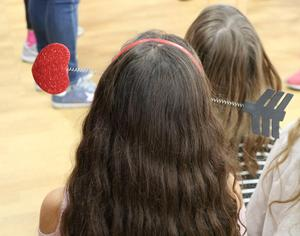 Photo of the back of the head of a Tamaques School 5th grader wearing a heart/arrow headband.