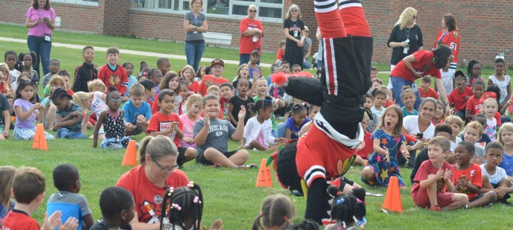 Tommy Hawk visits Willow