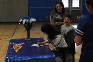 Liliana Gonzalez signing