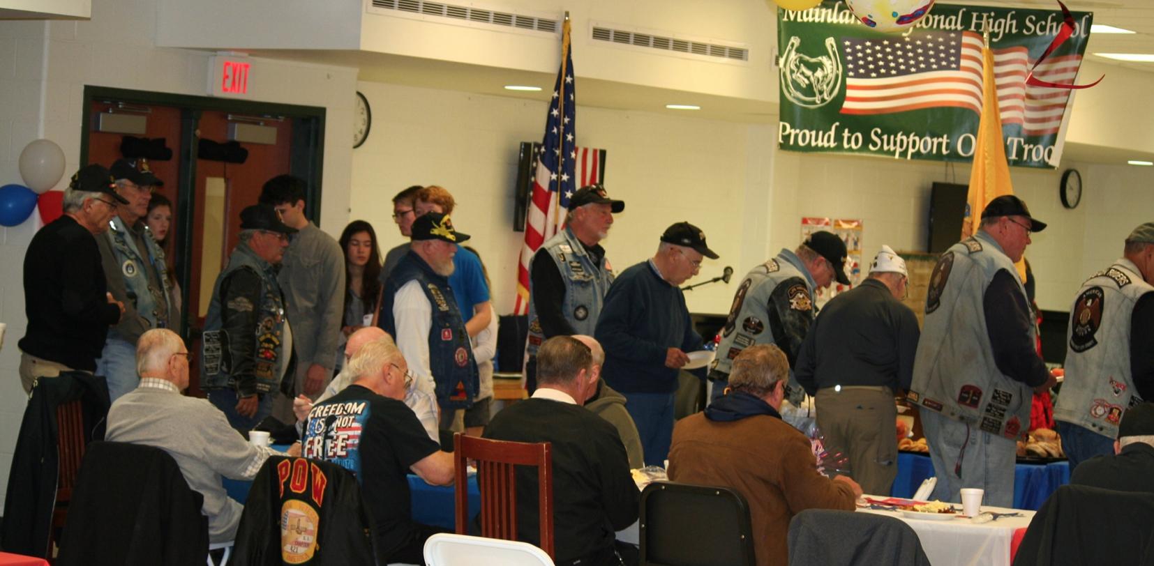 Veterans enjoy breakfast.