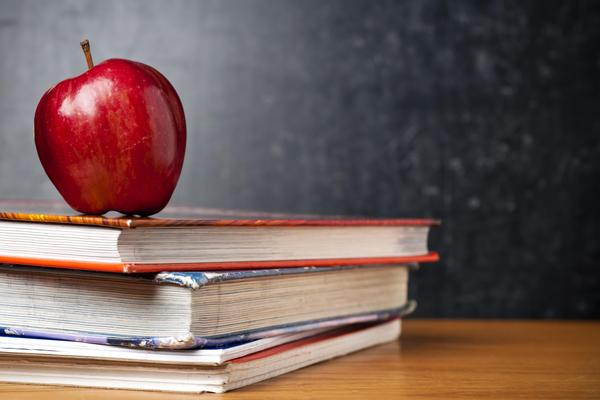 apple on books')