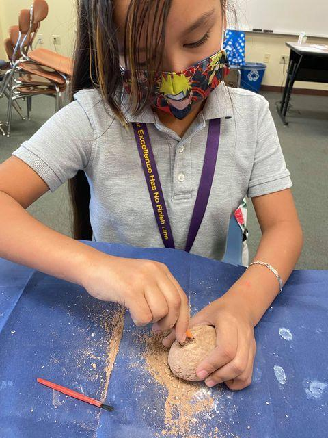 Clay crafting in Fernandez's migrant class Featured Photo
