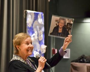 Ms. Lazan holding up a photo of her mother.