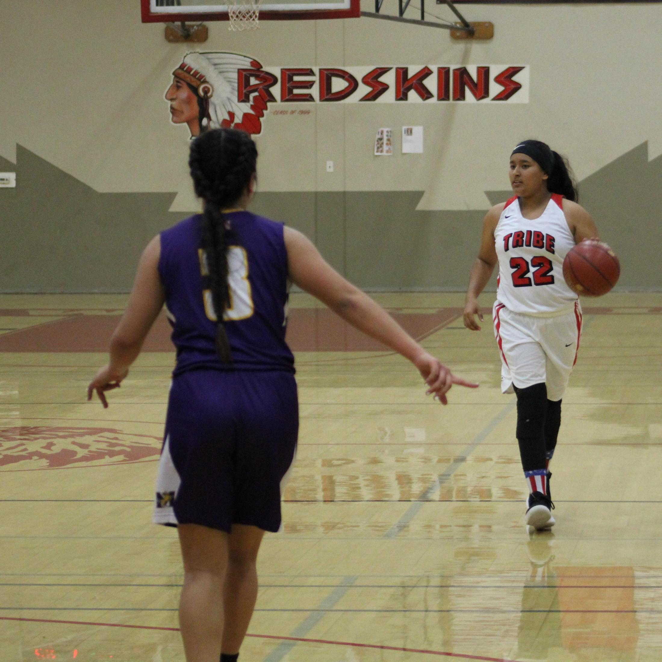 Paulina Granados dribbling the ball