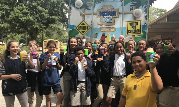 Sunset Middle School students were able to enjoy cool treats from Kona Ice.  Students exhibited great behavior while enjoying them.  We will be sure to bring Kona Ice back throughout the school year!