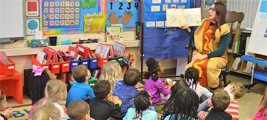 Homewood Public Library reads to kindergartners