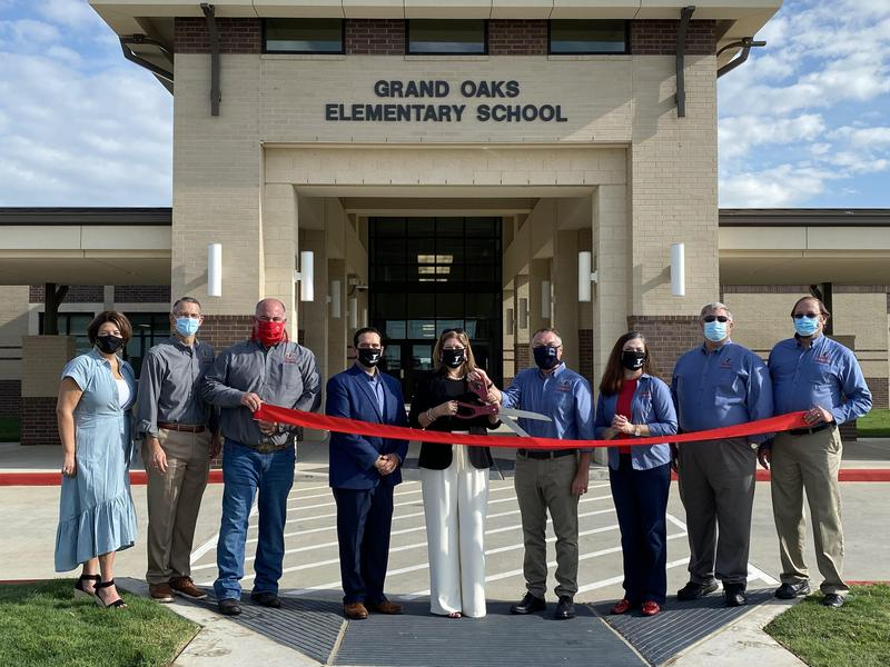 Grand Oaks Elementary Ribbon Cutting