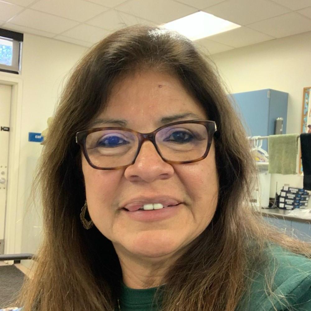 Gloria Valles's Profile Photo
