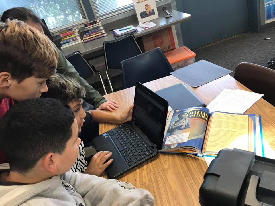 Bell students using chromebooks