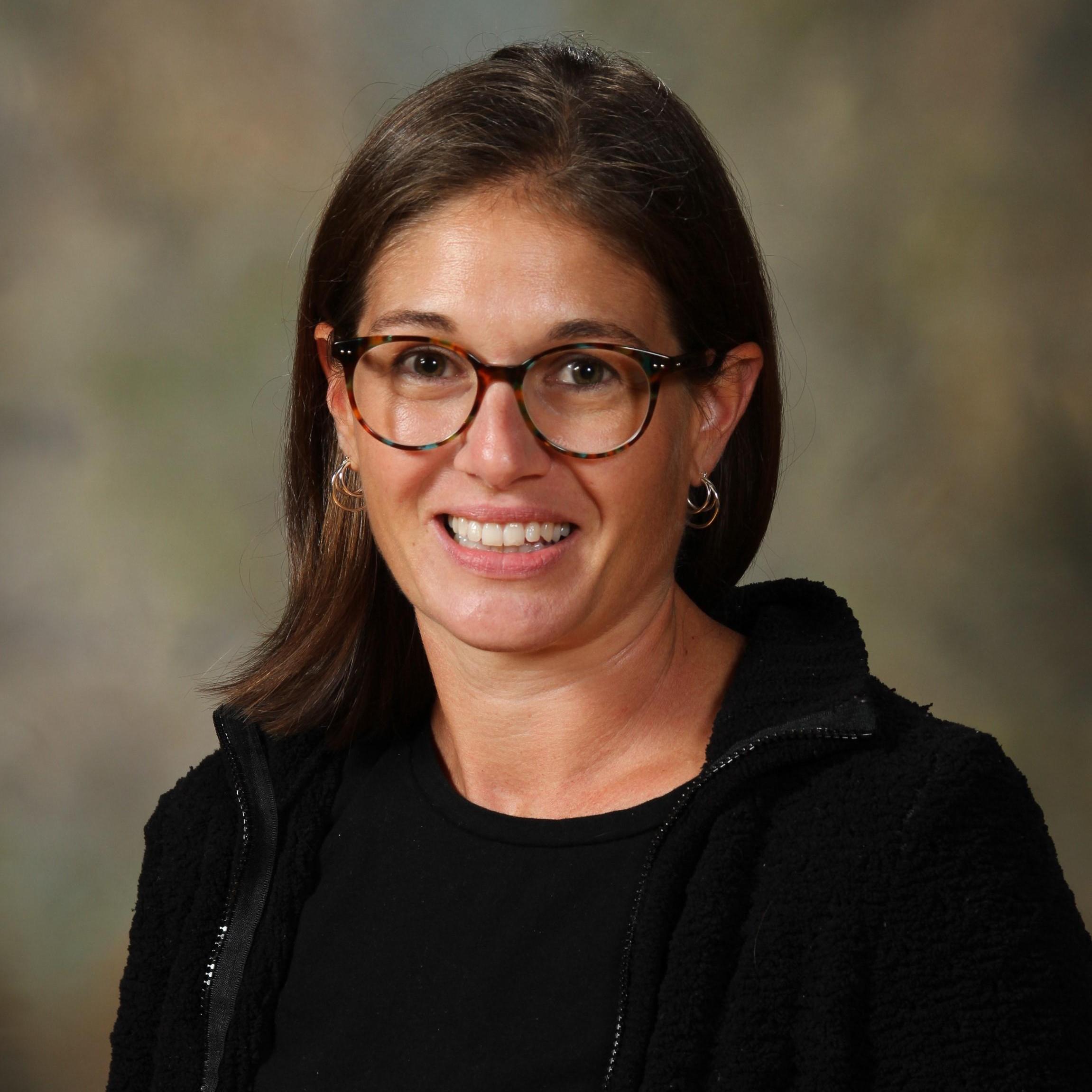 Elizabeth Lyons's Profile Photo