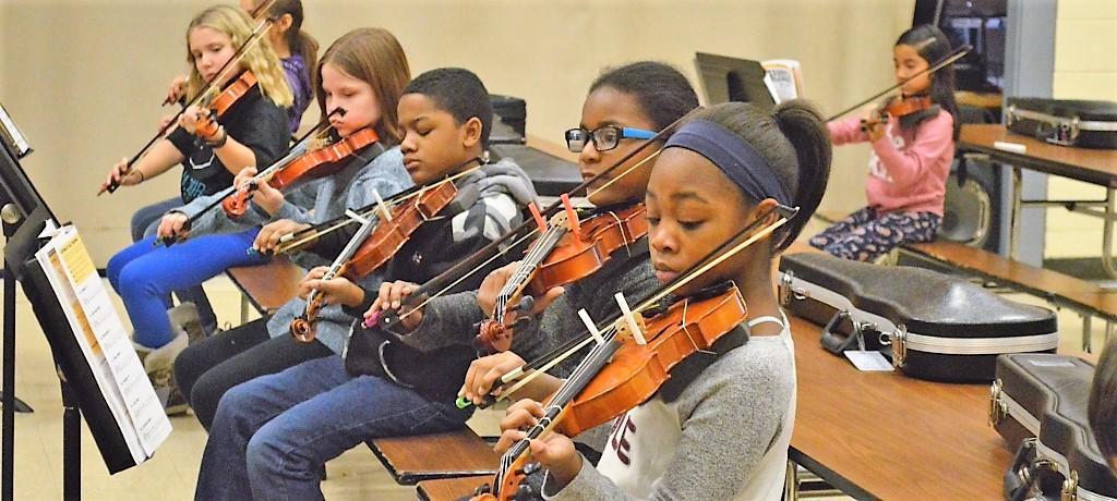 4th grade orchestra rehearses