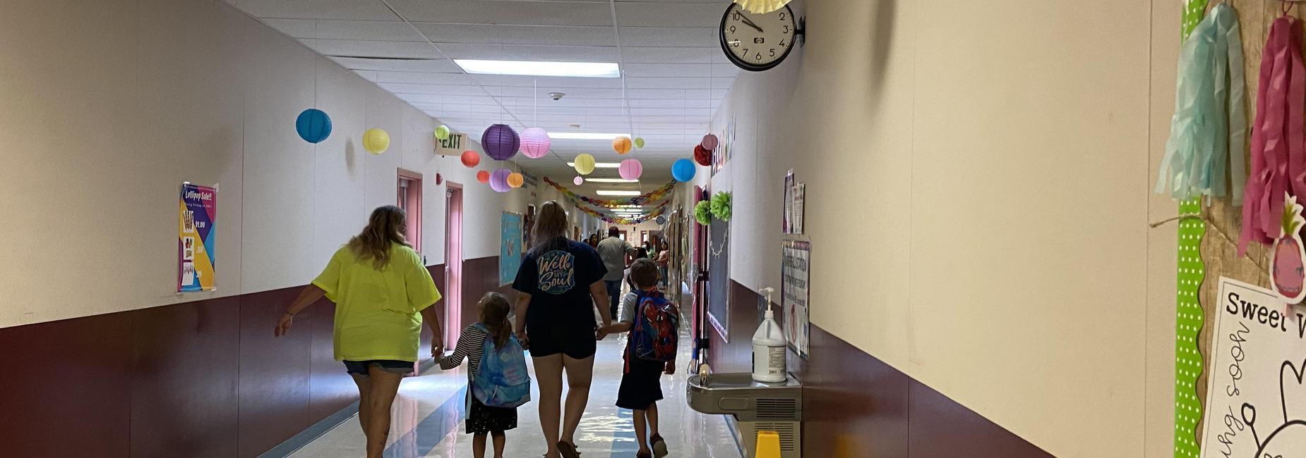 Open House 2021-2022 Families in Hallway
