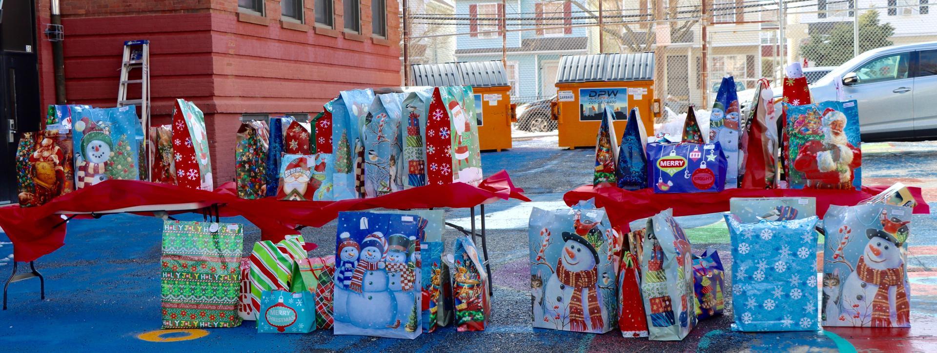 PS 29 Santa and Students