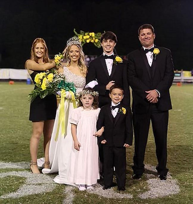 2021 Homecoming King & Queen Featured Photo