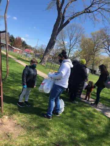 TK Virtual elementary students cleaned up Calvin Hill Park.
