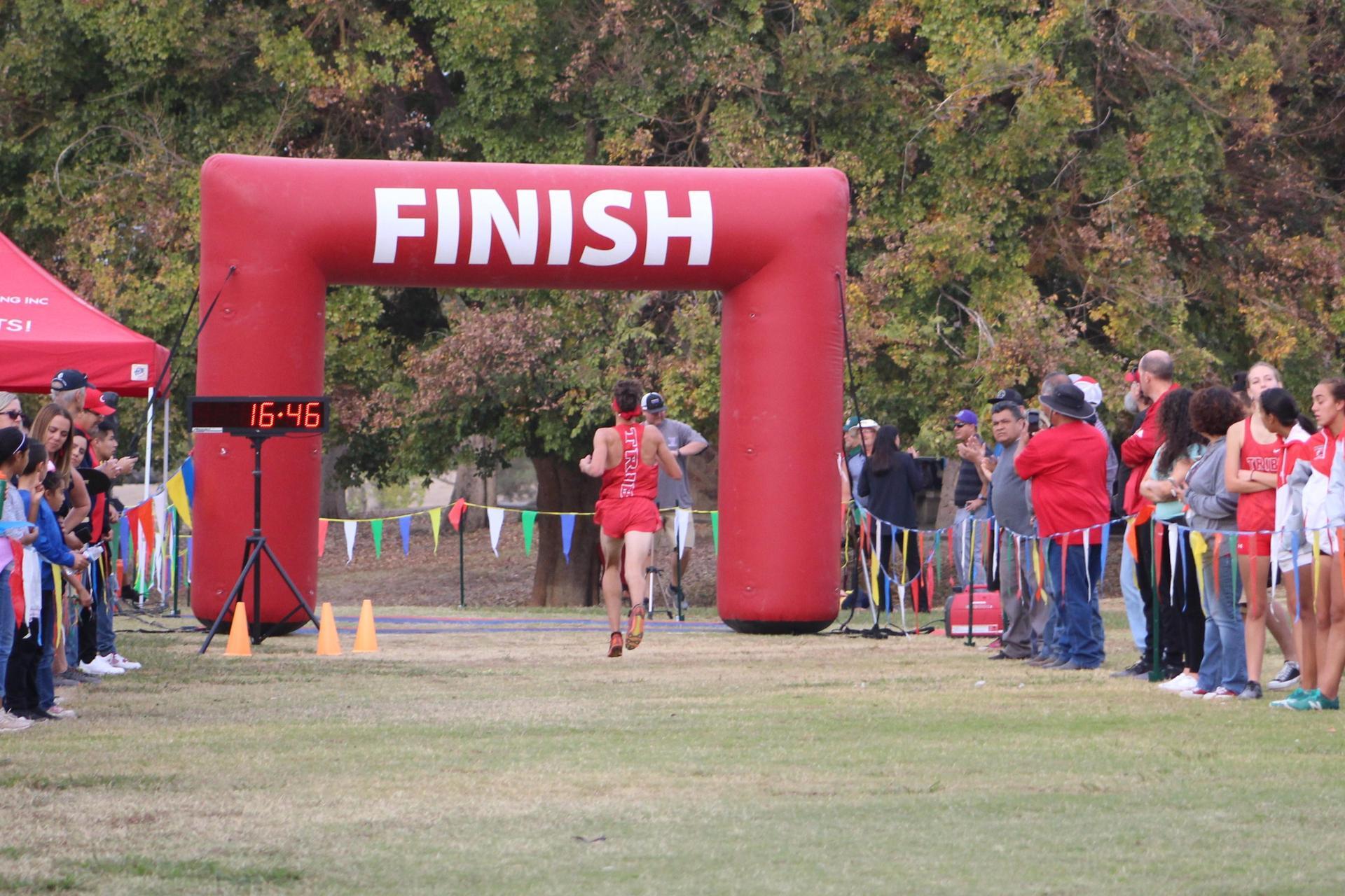 Connor Borba winning the race