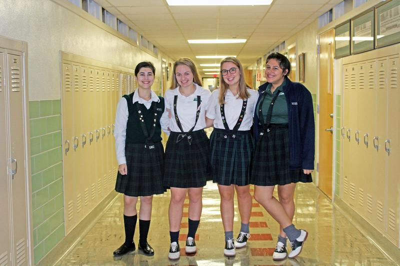 Picture of students in hallway.