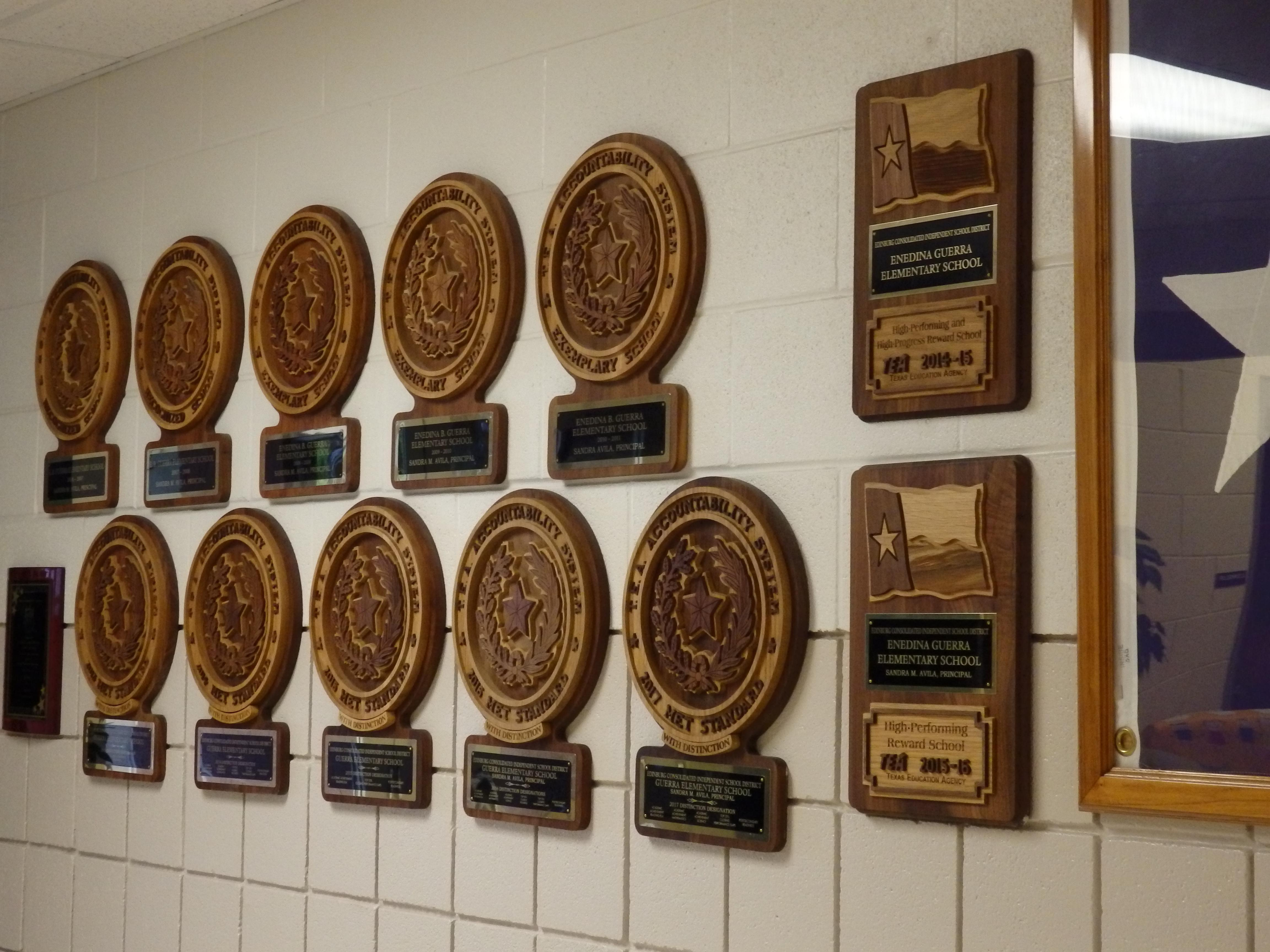image of wall plaques