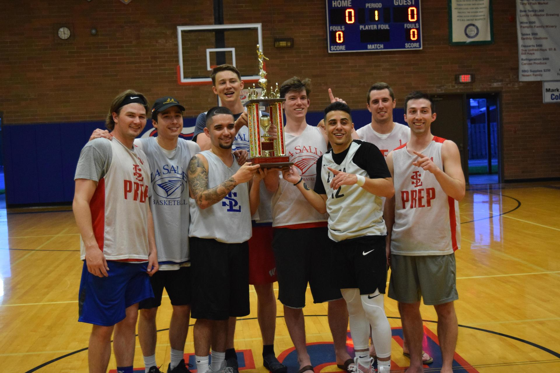 class of 2013 alumni basketball team posing with trophy