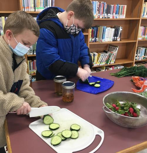 3rd graders cutting veggies