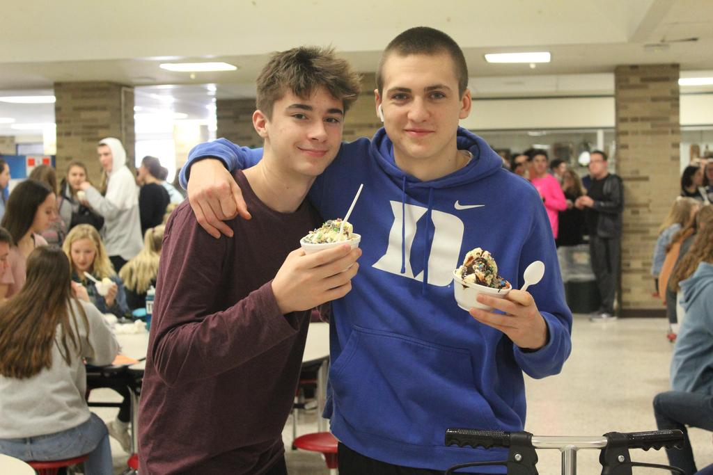 Two students with ice cream sundaes