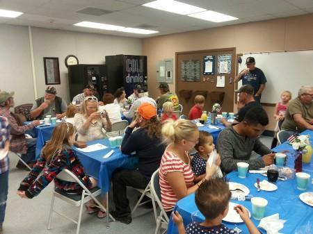 Veterans and family enjoying breakfast
