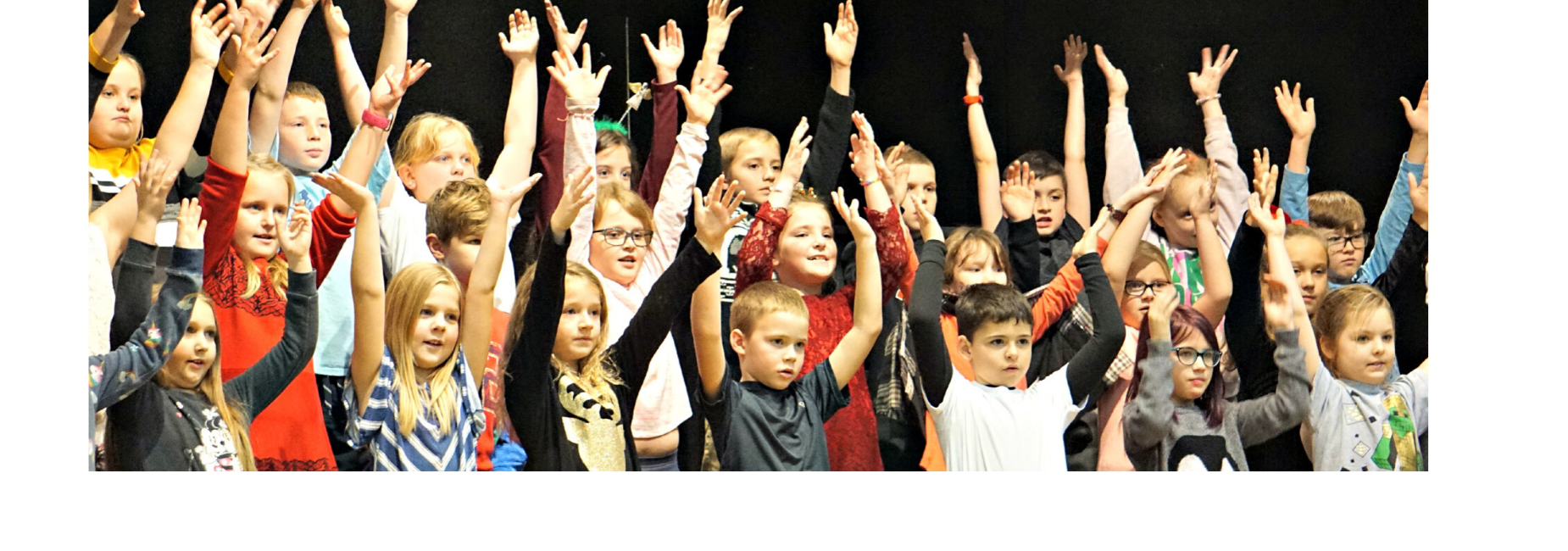 picture of elementary singers