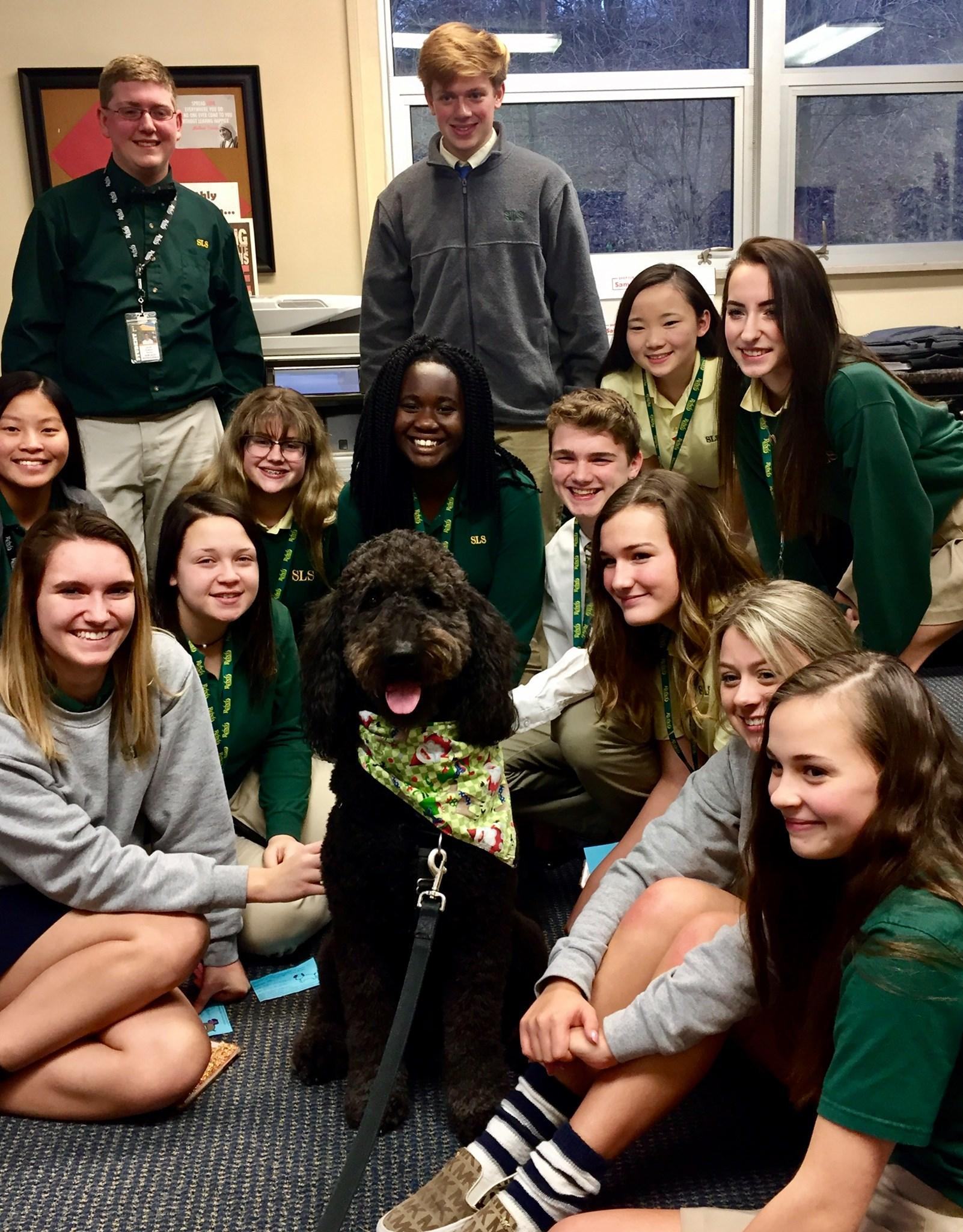 Students pose with therapy dog that Student Council arranged to bring