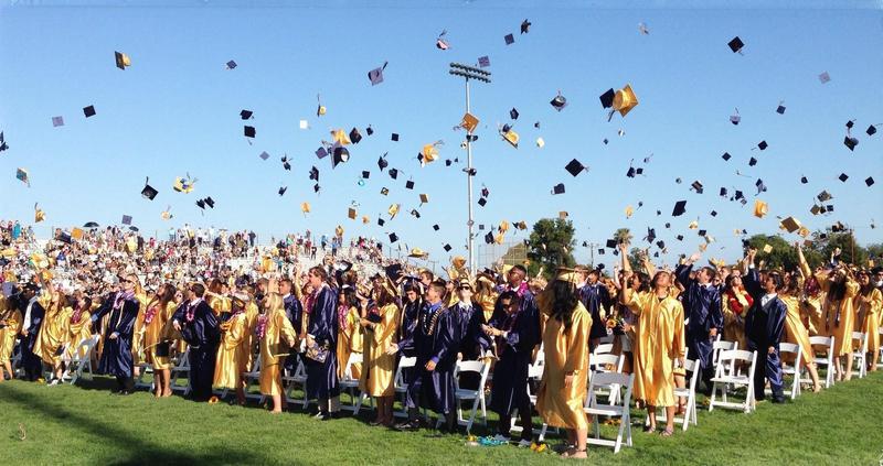 Important End of the Year Senior Messaging / Mensajes Importantes de fin de año para Estudiantes del Grado 12 Featured Photo