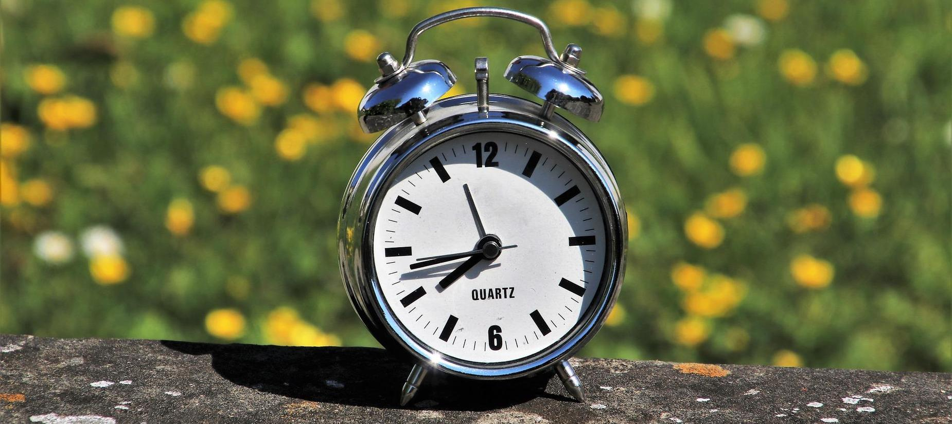 old fashion clock with words daylight saving time