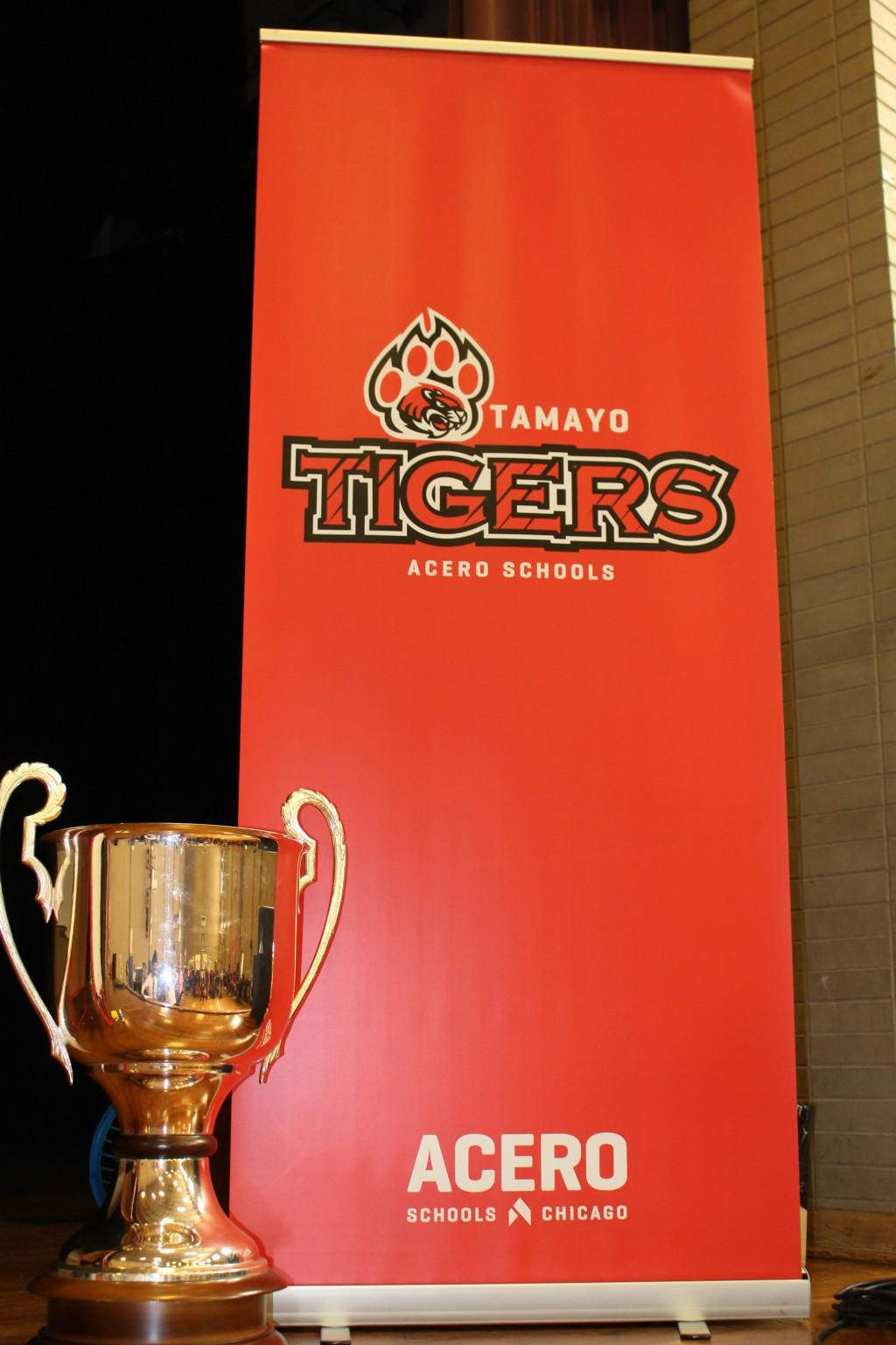 Tamayo banner with acero cup