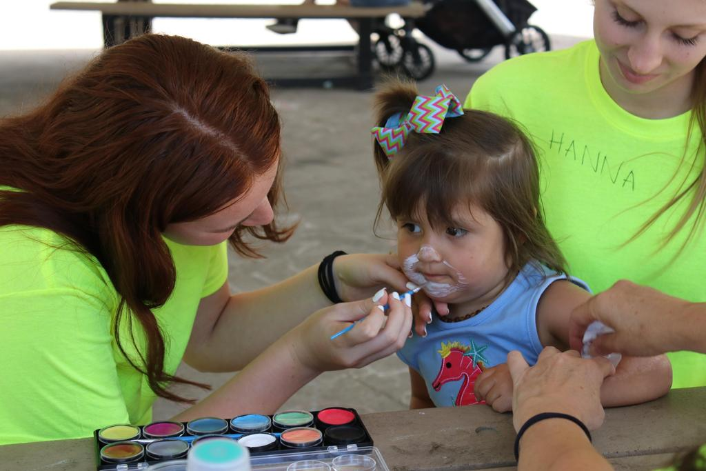 DDI's 2018 Employee Picnic volunteers and child