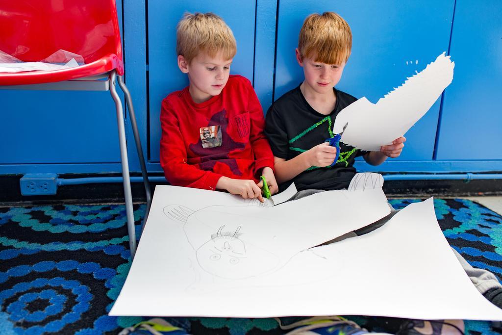 children cutting paper